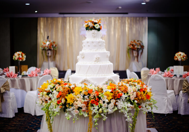 """Master Centrepiece """"Cake"""" with Spot Lighting"""